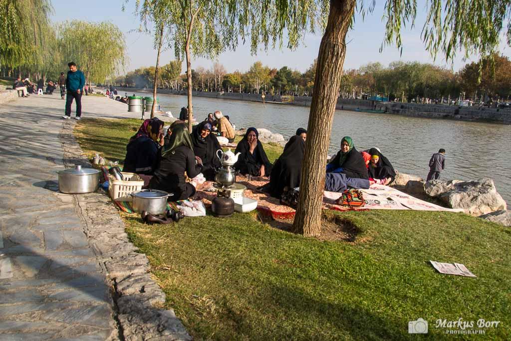 Picknick Iran, Isfahan, Khaju Brücke