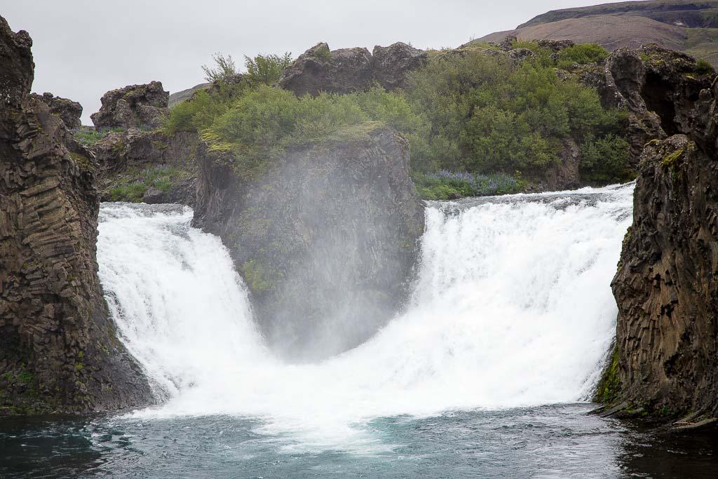 Hjalparfoss Wasserfall