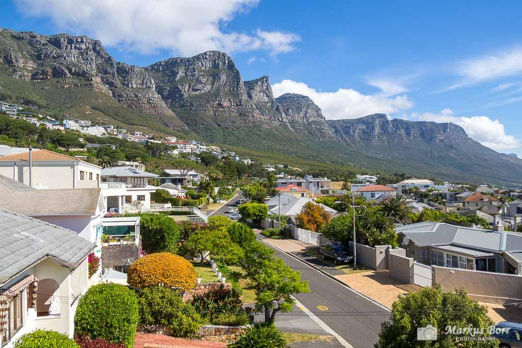 Blick aus unserem Zimmer im Finchley Guesthouse auf die 12 Apostel, Camps Bay Kapstadt
